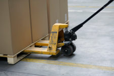 Claves de la manipulación de cargas en el taller