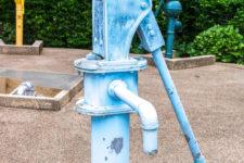 ¿Qué es una bomba de agua manual?